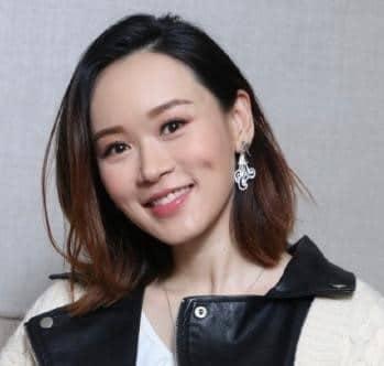 Yang Siqi น้องสาวของฮ่องกงวัย 41 ปีกำลังถ่ายภาพท้องลูกสาวคนโตของเธอถูกกล่าวหาว่าไม่ดีเท่าแม่ของเธอ